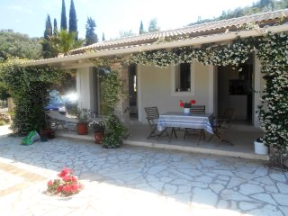 CYPRISSI COTTAGE.    PLUS , POOL. 4 MINS TO HARBOUR BY CAR,OR 15/20 MIN WALK .
