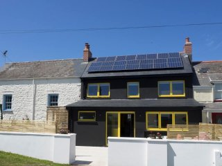Contemporary meets traditional cottage, sleeps 10, Marloes