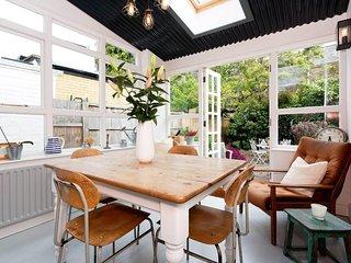 Veeve - Modern Cottage