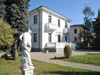 VILLA MAGNOLIA Luxury Retreat with pool near to Cinque Terre and Restaurants