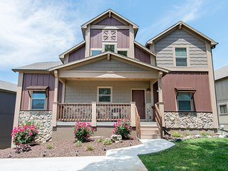 6 BR 5BA, Branson, Table Rock Lake, Sleeps 19 Beautiful Rustic Home