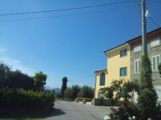 Huge PANORAMIC house in the Lucca hills. Oliveyard with swimming pool, Capannori