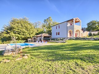 Villa Nunica With Pool Surrounded With Nature