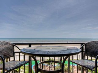 DISCOUNTED Ocean-Front Studio Awaits At Hawaiian Inn Resort-Newly Updated Unit