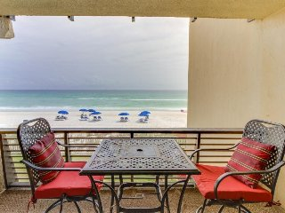 Oceanfront condo with shared pool and spectacular view - snowbirds welcome!