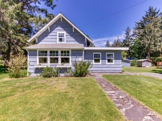 Beautiful cottage w/ large yard - just a few blocks from the beach!