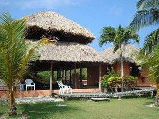 Ecocasa en un paraje natural del caribe