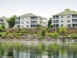 1BD CONDO ~ SUITES AT FALL CREEK ~ Lake Access, Indoor & Outdoor Pools, WiFi
