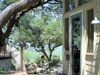 1 bdrm Hill Country Guesthouse w/ Views, Screen Porch + Full Artisan Breakfast