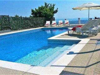 Luxury Beverly Klis Villa amazing view and pool