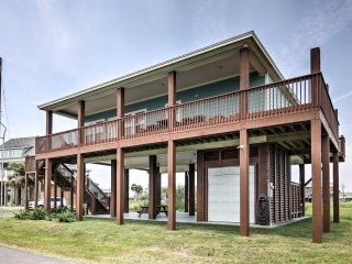 New! 3BR Crystal Beach House w/ Ocean Views!