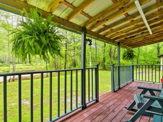Riverfront Briceville Cabin w/Patio & Fire Pit!