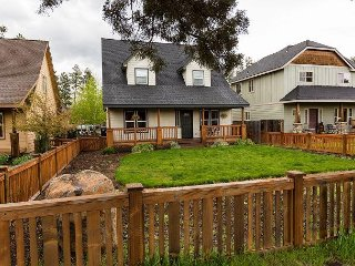 Craftsman 3BR w/ Cascade Mountain Views, Walk to Cafes and Shops, Sisters