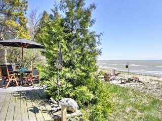 Charming Oostburg Home w/ Kayaks on Lake Michigan!