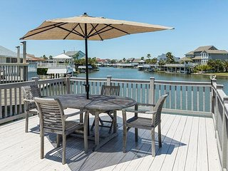 Upgraded 4BR on Canal w/ Private Dock & Added Amenities