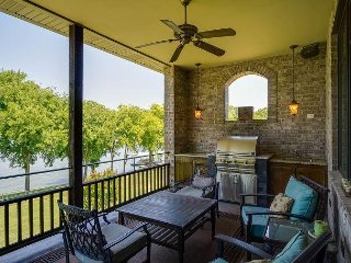 Enormous, Luxury Lakeside Home for 12 in Nashville, Old Hickory