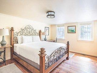 Modern appointed garden apartment in Savannah's Historic District