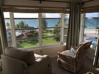 Affordable Oceanfront, 2BR, WiFi, AC, 3rd Floor.