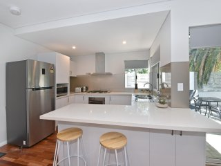 Modern Luxury Apartment Close to Perth City, :2250