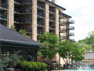 Gatlinburg Town Village Studio Condo sleeps 4, July 29- Aug.5, Only $299/Week!