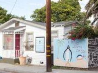 Venice Beach 1940s Bungalow Penguin House - 2 Bedroom