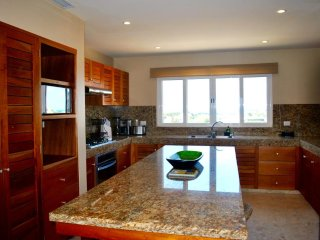 Spacious modern designed 2 bedroom condo at Isla 33!, Isla Mujeres