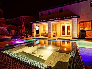Oasis Estate Resort Style Private Pool/Spa, 6 BR