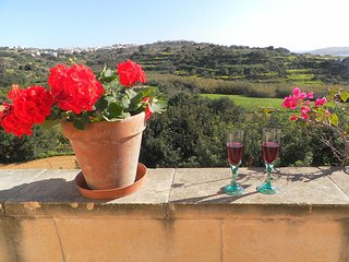 Couple's Getaway at Perfect Location on Gozo, Ghajnsielem