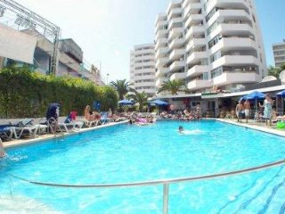 MAGALUF PLAYA APARTMENT WITH SWIMMING POOL OPPOSITE KATAMDU PARK AND BEACH
