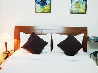 R03 - Charming and cozy room in local area for foodies