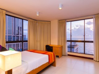 3 room apartment with stunning sea view in Colombo center