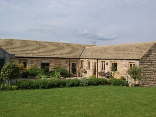 STUNNING Barn Conversion Harrogate Sleeps 4, Parking, Helipad & Beautiful Views