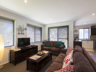 Northstar 4 - Modern Townhouse, close to shops and 25 min drive to NSW snow