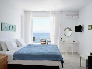 Vacation beach  Studio Apartments in Kiveri village close to Nafplion