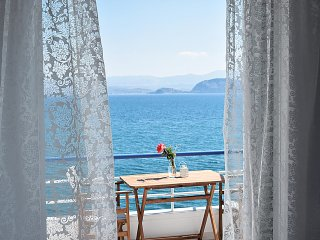 Waterfront Vacation Studio, Amazing  Sea View, in Kiveri village, near Nafplion