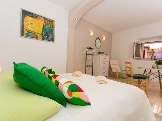 Lovely studio apartment Emotha, Trogir (A2)