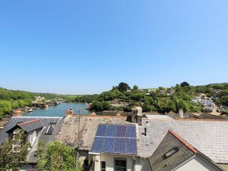 The Lookout: A Stunning 4 Bedroom Home with Terrace & Fowey River View