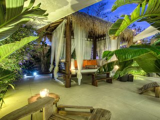 Amazing Royal Beach Apartment With Balinese Garden