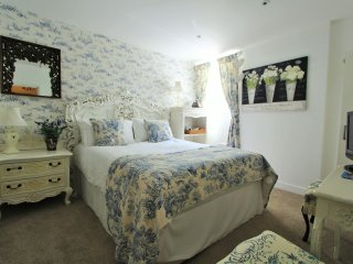 The Moon: Kingsize Room In A Central Fowey Town House