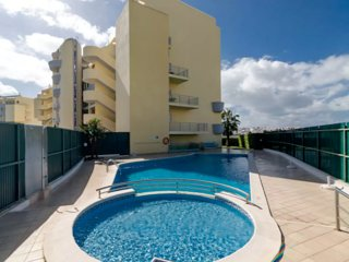 Meia Praia Fully equiped apartment. Close to the beach