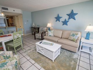 Gulf Front  2 Bedroom ~ Bonus Bunk Area ~ Great Location ~ Clearwater ~ Sleeps u