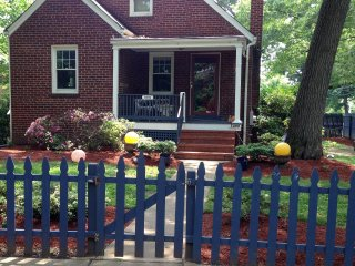 Downtown Silver Spring 3 Bdr, 2 Bath with Hot Tub