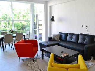 5 min from Gordon Beach - Design apartment for 6-8 guests
