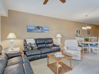 Fun in the sun w/ shared pool, hot tub, tennis, gym, and easy beach access