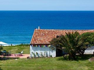 Casa primera linea de playa / Oceanfront property San Vicente de la Barquera