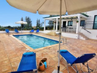 Cozy Villa, Peaceful area Near to the Sea, in the Exclusive Sea Caves-Coral Bay