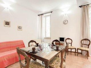 San Eligio apartment in Centro Storico with WiFi & airconditioning.
