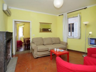 Cappellari 73 Yellow apartment in Centro Storico with WiFi & airconditioning.
