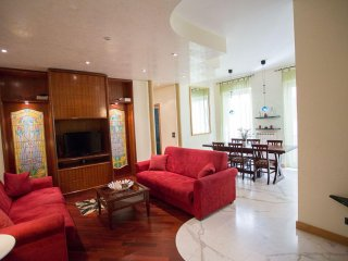 Monte Farina apartment in Centro Storico with WiFi, air conditioning & lift.