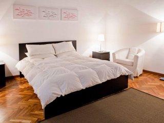Spacious Piazza Navona Relais apartment in Centro Storico with WiFi & air condit